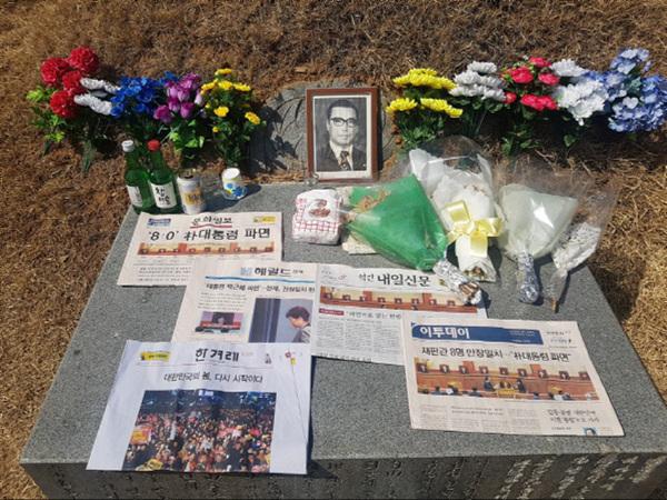 박근혜파면후묘소 루리웹갈무리.jpg
