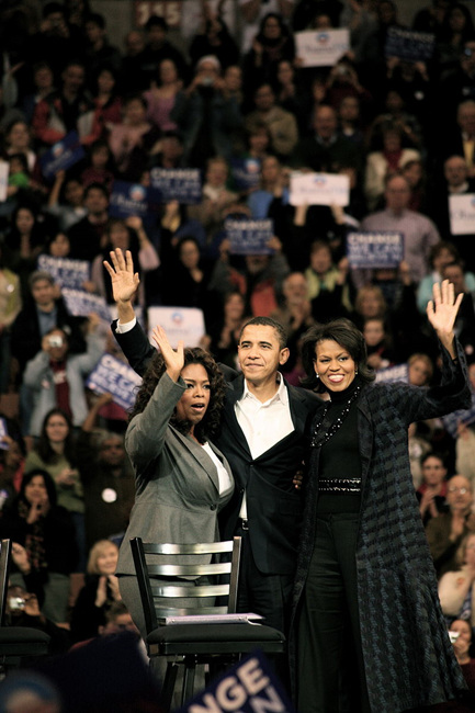800px-Oprah_Winfrey_with_Barack_and_Michelle_Obama.jpg