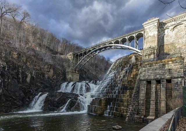 1024px-New_Croton_Dam_NY1.jpg