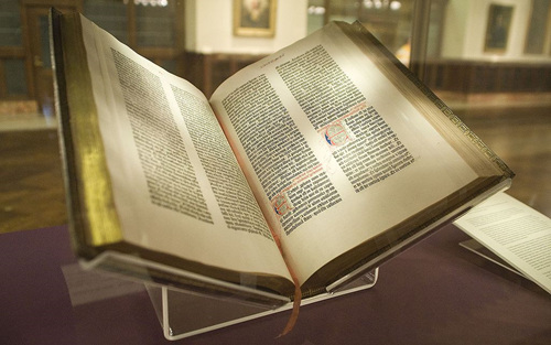 1024px-Gutenberg_Bible,_Lenox_Copy,_New_York_Public_Library,_2009__Pic_01.jpg