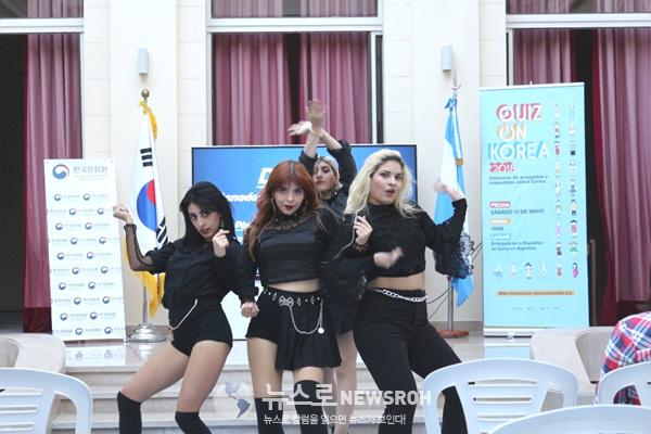 K-POP 특별 무대 공연(1).jpg