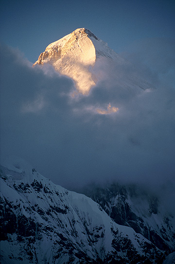 Peak_of_Khan_Tengri_at_sunset.jpg