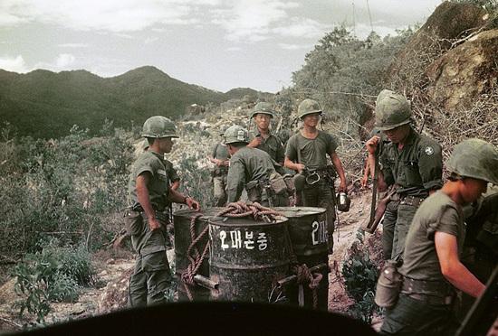 백마부대 2대본중(2대대, 본부 중대)의 군인들.jpg