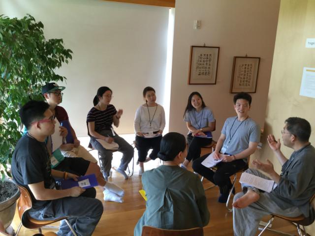 8. Group '삼삼' - 각 종교 교직자들과의 화두에 대한 담화  (2).JPG