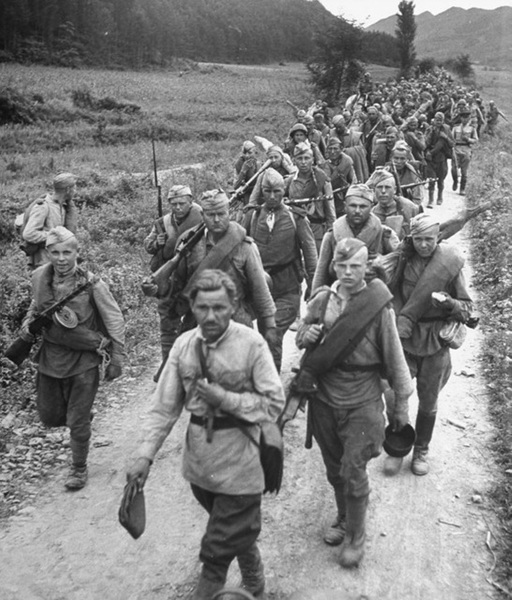 Soviet soldiers in Korea after the Manchuria Offensive, October 1945.jpg