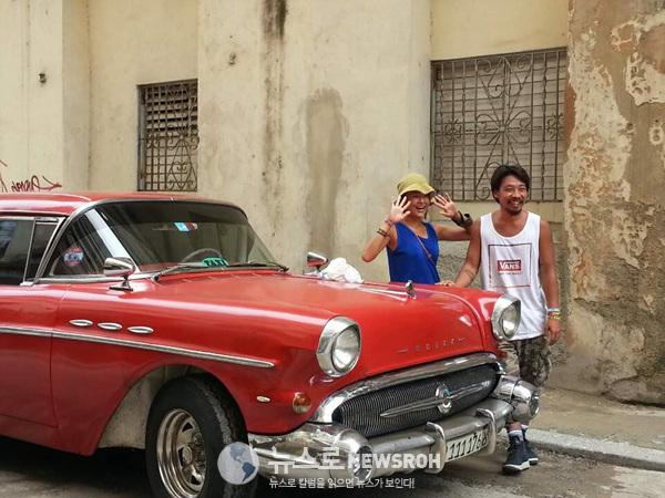 1 쿠바의 수도 아바나의 올드카 택시. 거의 60살이 넘은 차다. 겉은 화려 하지만 매연이 장난.jpg