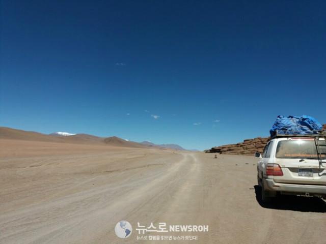 6 볼리비아 해발 4000미터의 비포장 길을 합승 택시를 타고 달렸다.  힘들기 보다는 감동적인 드라이빙 이었다.jpg