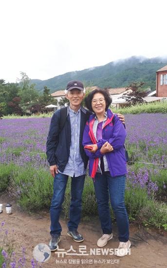 작년6월 고성의 하늬팜 라벤더 농장에 갔을때이다.이때만하더라도 아내는 건강해서 완치되는줄알았다.jpg