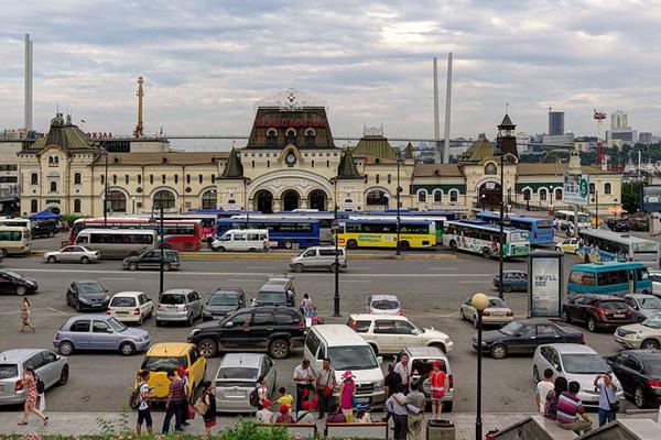 Vladivostok_Railway_station_P8050426_2200.jpg