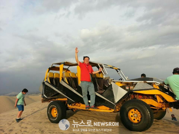 페루 중남부 도시 이카에 있는 와카치나 사막에서 뜻밖의 풍경을 만났다..jpg