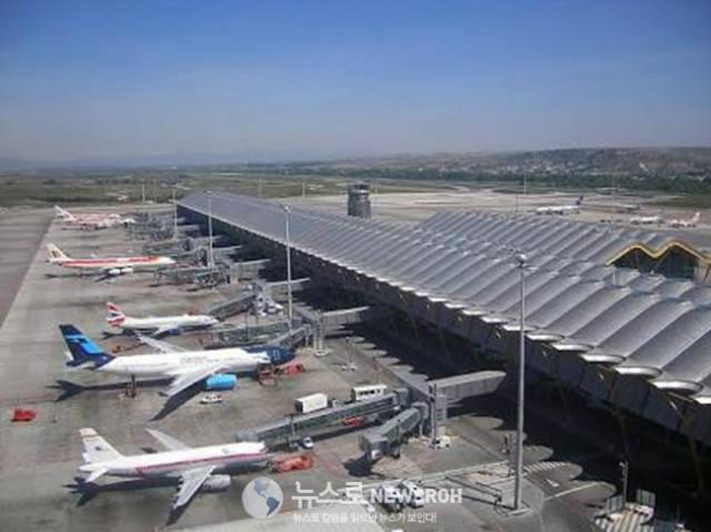 4 스페인 마드리드의 바라하스 제 4 국제 공항 . 시설은 훌륭 했지만 인터넷.jpg