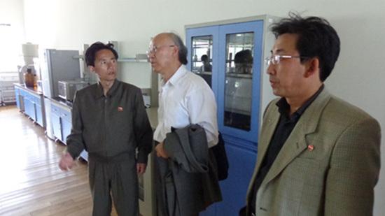 김수복칼럼-계인철 부소장으로부터 연구소에 대한 설명을 들으며.jpg