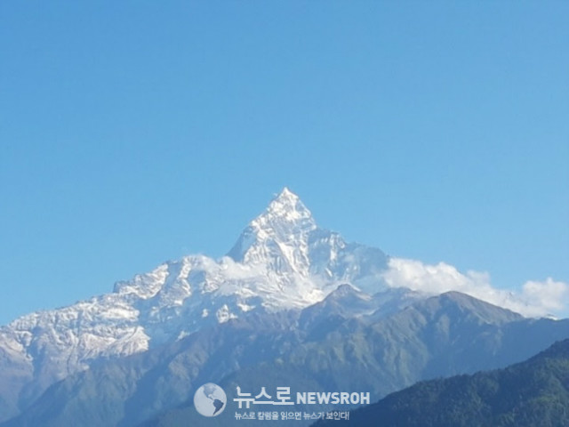 11해발 7,200미터의 마차푸츠레는 네팔인들에게는 신성시 되는 산.jpg