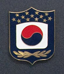 220px-ROK-US_Combined_Forces_Command_insignia_(US_Department_of_Defense_photo_653533-E-ZKV42-565).jpg
