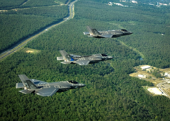 1024px-F-35_Lightning_II_variants_in_flight_near_Eglin_AFB_in_2014.jpg