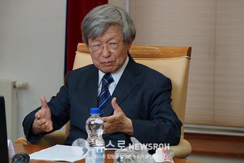김영웅(전 소련연방의회 의원, 고등경제대 교수).jpg