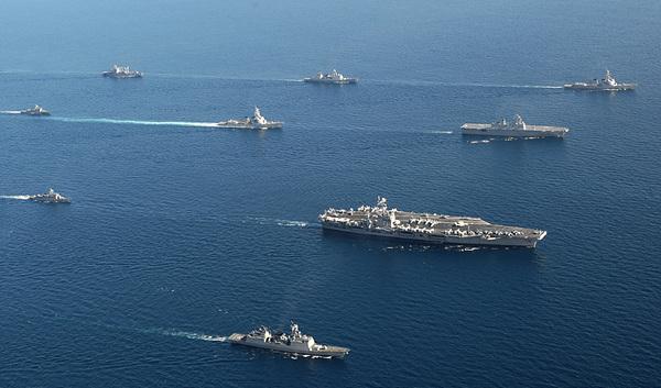 2010__7__동해_한미연합_훈련_Rep__of_Korea_Navy_korea_us_combine_training_(7554657316).jpg