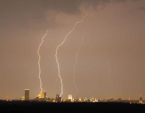 Lightning_over_Tulsa_cropped.jpg
